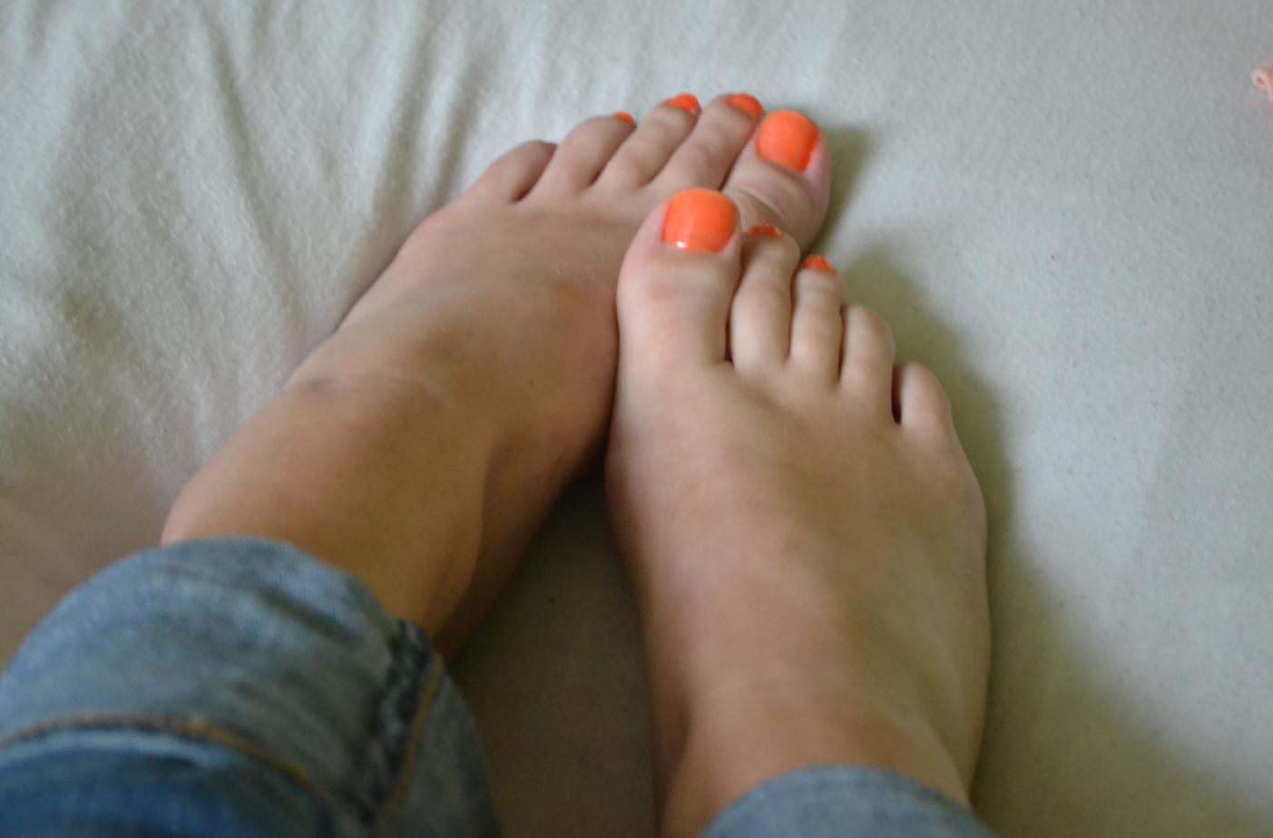 le mini macaron pedicure 4